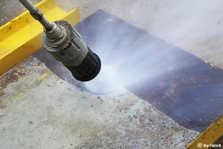 cleaning formwork elements with a rotor nozzle